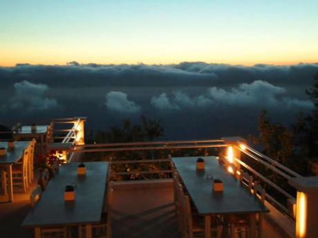 Kafe bar Rahi - terasa obavijena oblacima