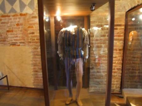 Romeovo odelo izloženo u Julijonoj kući