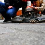 """Statua """"Čumil"""" - čovek na poslu,Bratislava"""