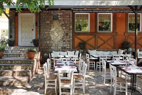 Letnja bašta restorana Mala Fabrika Ukusa