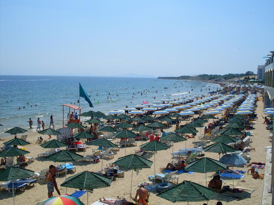 Plaža u južnom delu Nesebara - zelena zastavica podignuta