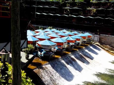 Kafić na vodopadu - prava uživancija