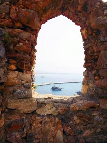Pogled kroz prozor kule