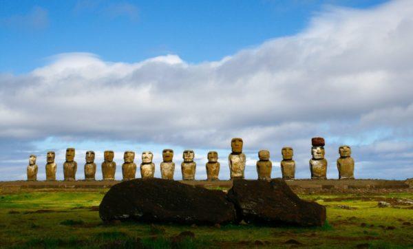 Statue na najusamljenijem ostrvu na svetu